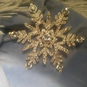 Nordstrom 2008 edition snowflake scarf pin